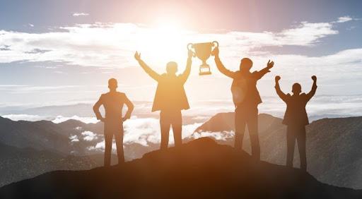 A jövőképen, azaz vízión alapuló vezetési elméletben központi szerepet kap a jövőkép alkotása, amely lelkesedéssel tölti el a szervezet munkatársait.