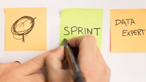 A scrum módszertanban a sprint 1-4 hetes munkát, futamot jelent.
